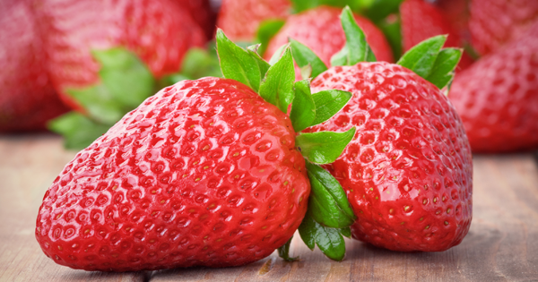 Keep Strawberries Fresh For Up To TWO WEEKS With This Simple Hack
